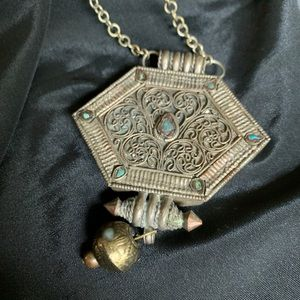 Jewelry - Vintage Metal Tribal BOHO Pendant Necklace
